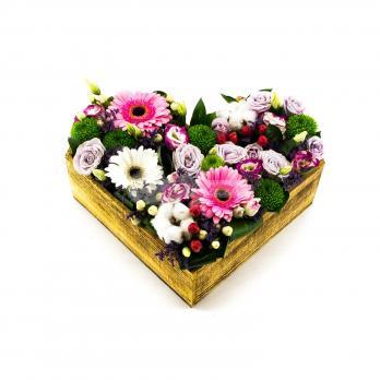 Деревянное сердце цветов