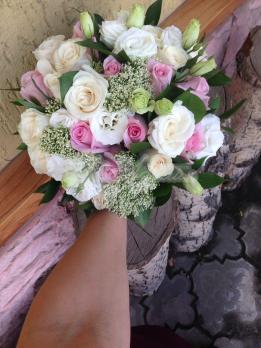 Букет из трахелиума, розы эквадор, эустомы, розы кения