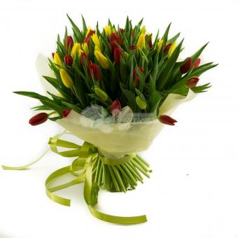Букет из 51 тюльпана в упаковке